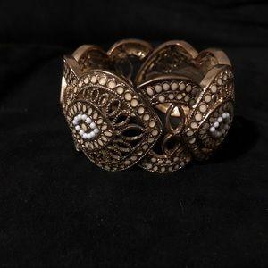 Jewelry - Elegant Gold Stretch Bracelet